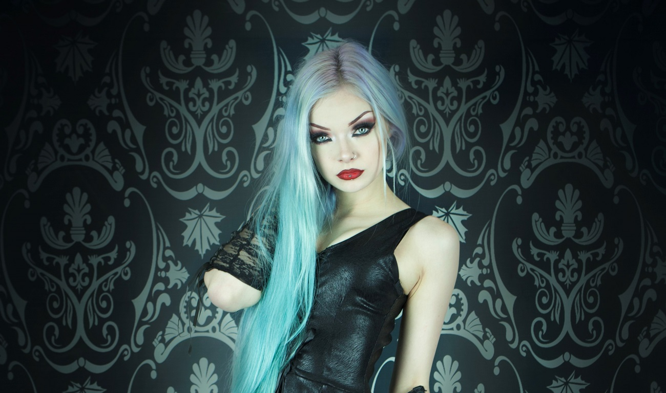 Designer Spotlight: Phaze Clothing – A Gothic Summer