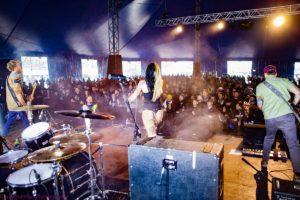 O'Deus - Big stage, big crowd = fun times