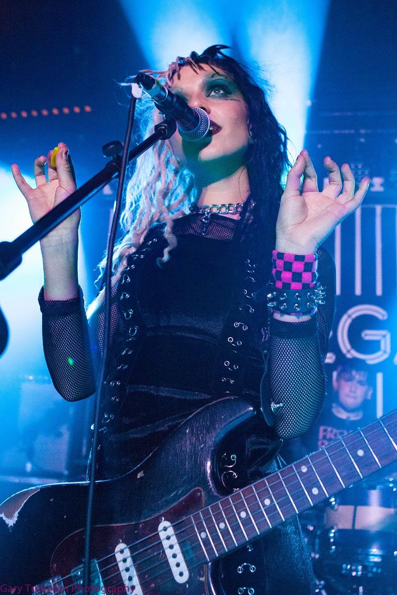 Lauren Tate - Musical tsunami