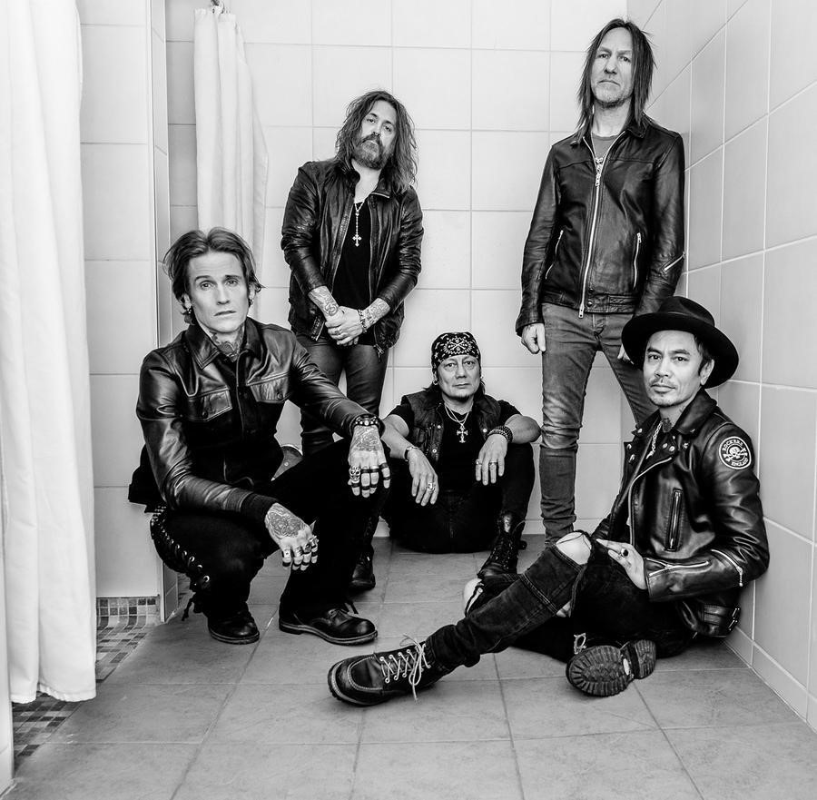 News: Buckcherry Team Up with Strung to Raise Money for Charity